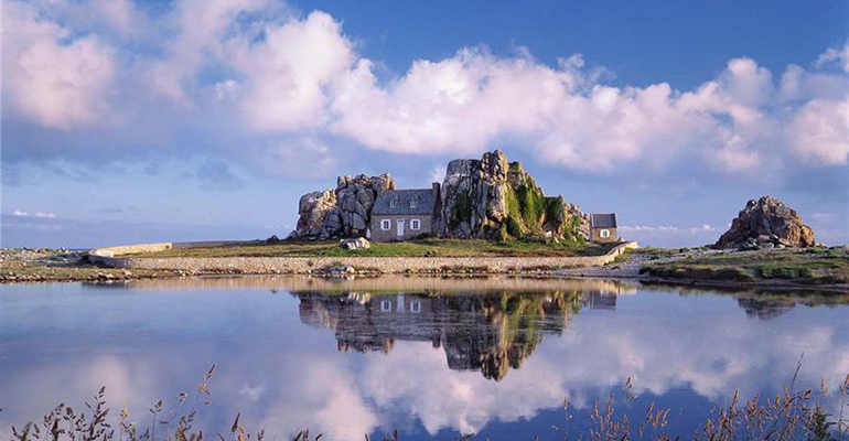 La Maison de Castelmeur Bretagne, Maison entre les rochers