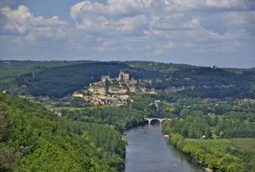 Village perché surplombant la Dordogne