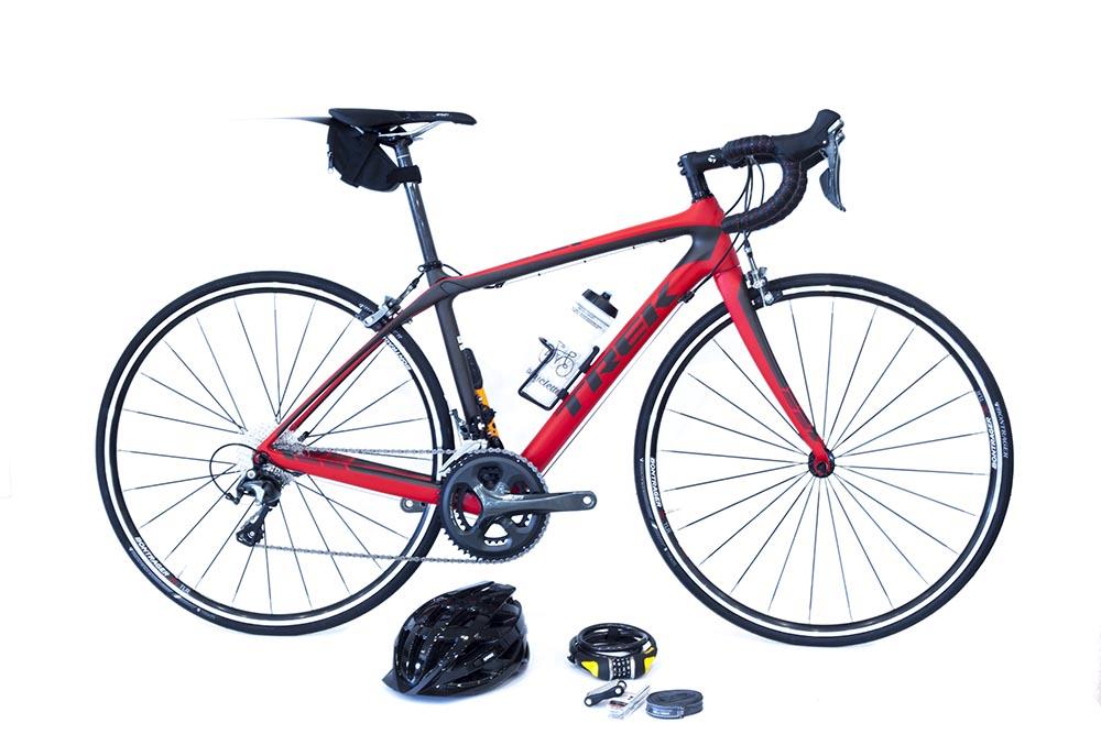 Vélo de route rouge Trek et son équipement par Abicyclette Voyages