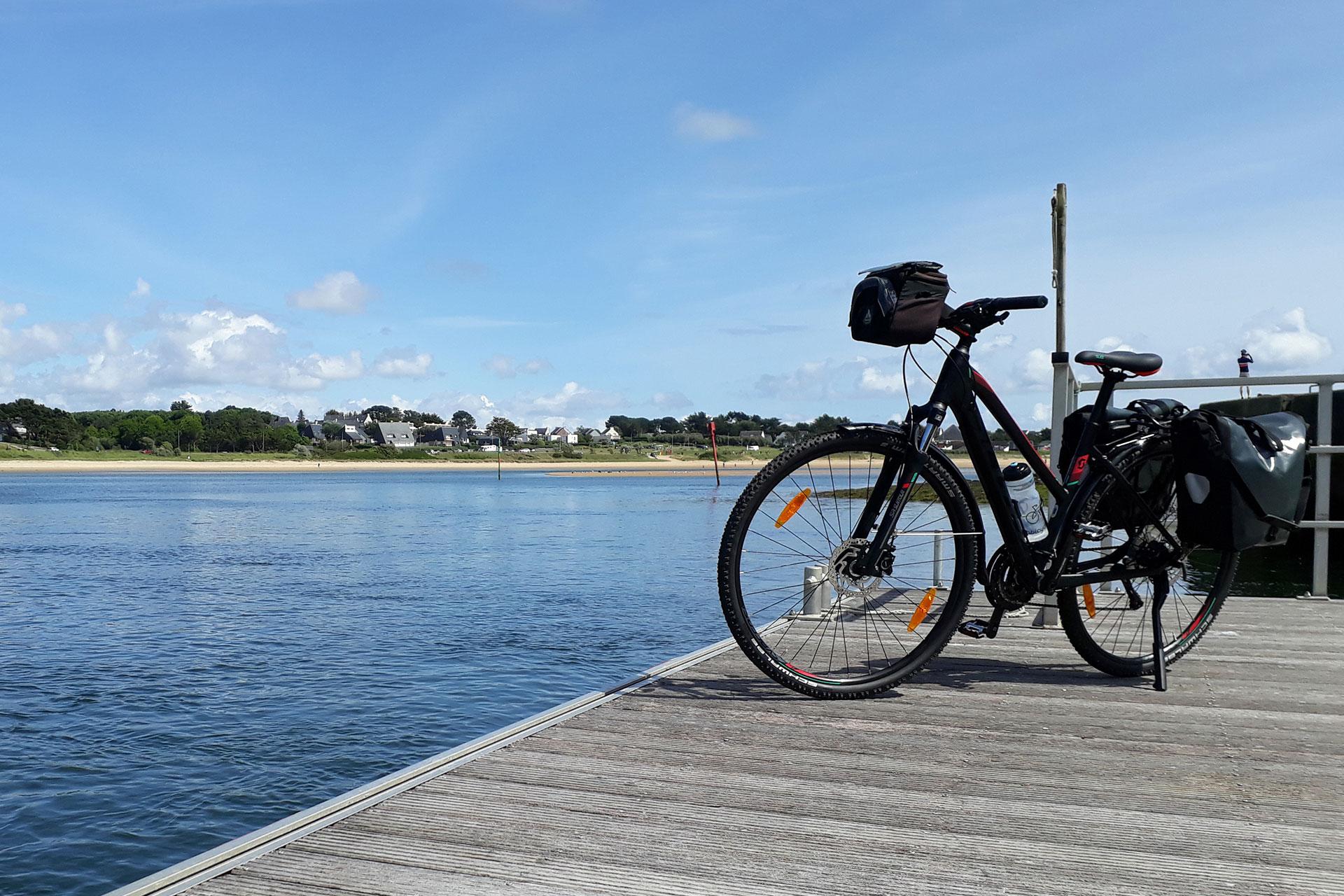 velo-bretagne-velo sur un ponton Abicyclette Voyages