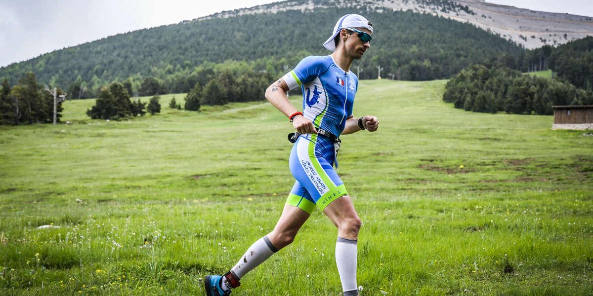 Homme au pied du Mont Ventoux ventouxman