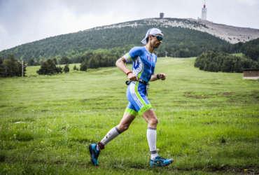 Homme au pied du Mont Ventoux ventouxman 2018 Abicyclette Voyages