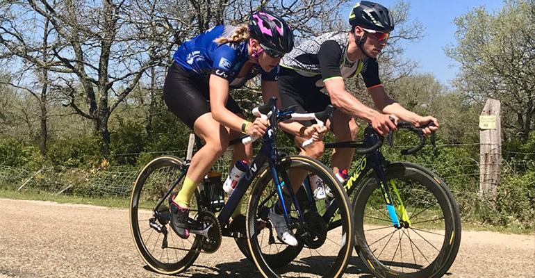couple cycliste à l'entrainement avec Sébastien Chavanel