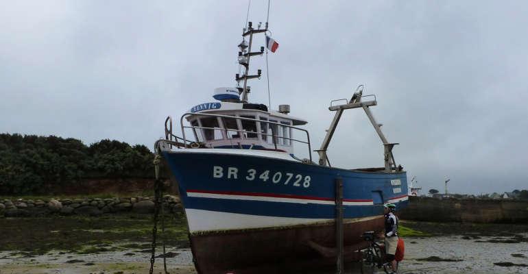 Bateau de pêche au port d'Aber