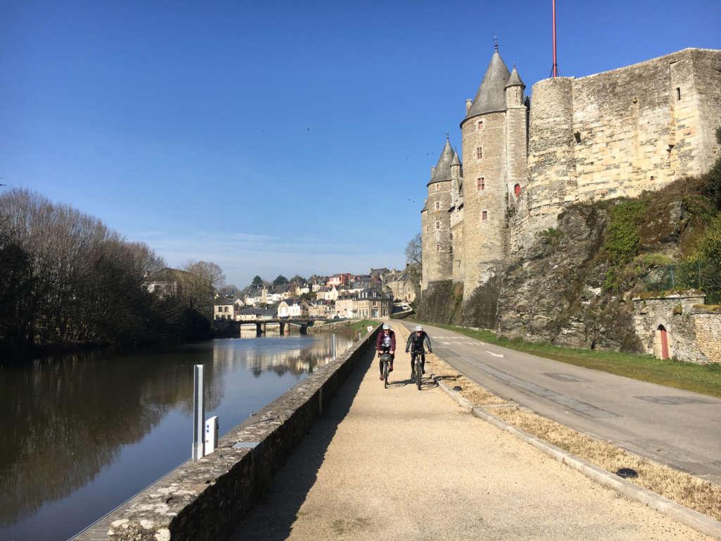 Bike path along the Josselin Castle