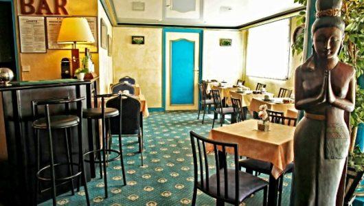 Bar et salle de petit-déjeuner Hôtel de Clisson à Saint-Brieuc Abicyclette Voyages à vélo