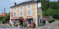 Façade de l'Hôtel-Restaurant Le Cygne à Le Bugue