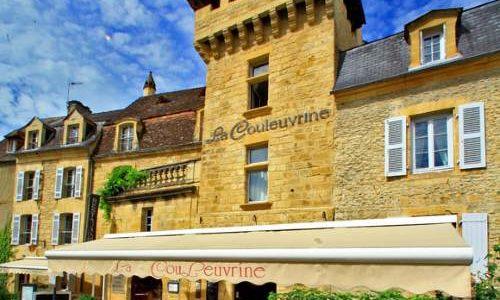Façade Hôtel Restaurant la Couleuvrine à Sarlat la Caneda