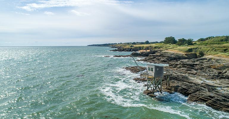 Cabane sur l'eau sur la cote Atlantique