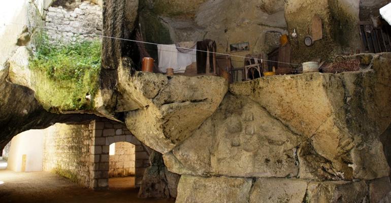 cave troglodytique sur le loire é velo