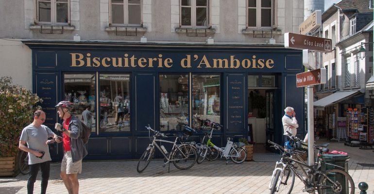 Vélos devant la biscuiterie d'Amboise Val de Loire : Patrimoine mondial Abicyclette Voyages à vélo