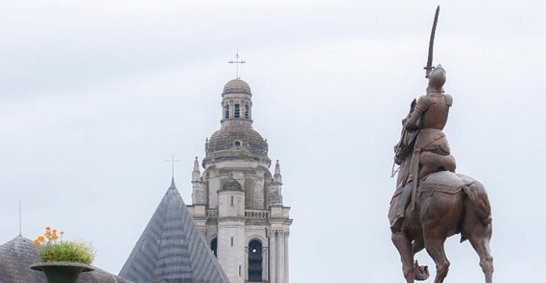 Statue de Jeanne d'Arc Le pays des châteaux à vélo Abicyclette Voyages