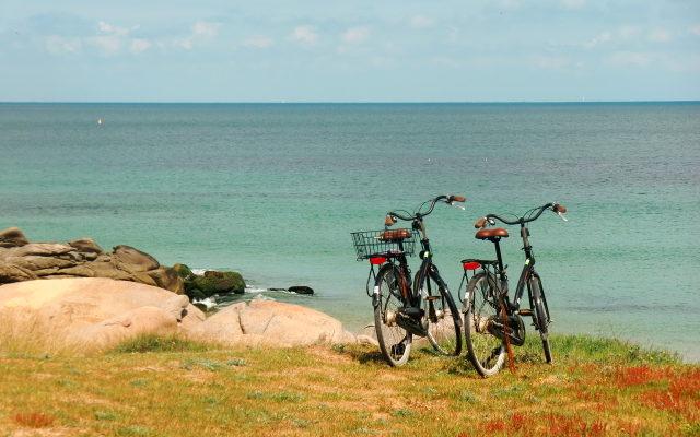 2 vélos devant une plage vendéenne