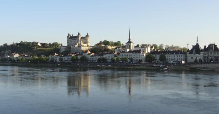 ville de saumur et son chateau Loire à vélo 3 de Tours à Angers Abicyclette Voyages à vélo