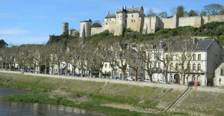Chateau de Chinon Balade en bords de Loire de Tours à Saumur Abicyclette Voyages à vélo