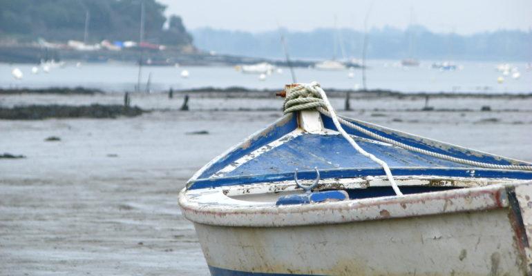 Bateau à marée basse Golfe du Morbihan Abicyclette Voyages à vélo