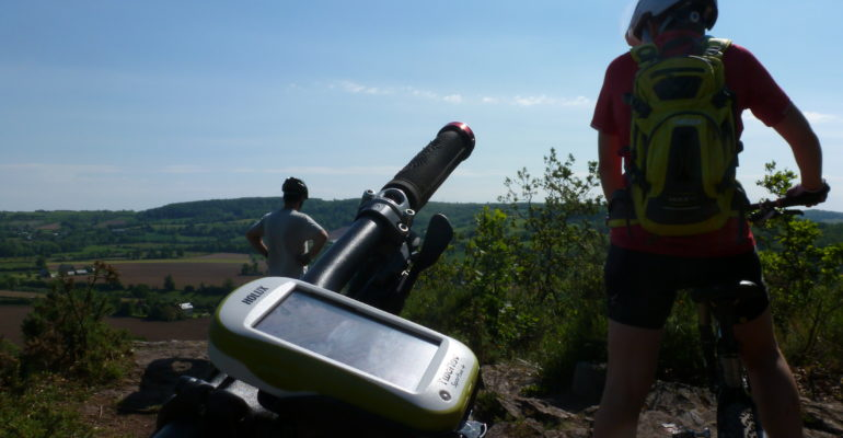 GPS sur guidon VTT en Suisse Normande Abicyclette Voyages à vélo