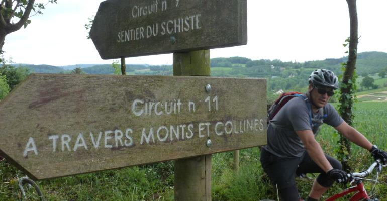 Panneaux d'indication parcours VTT en Suisse Normande