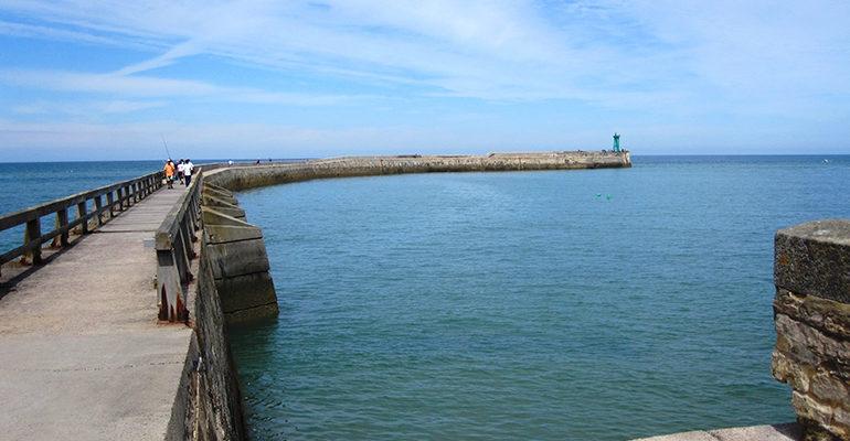 Jetée de Port en Bessin De Saint-Malo aux plages du débarquement Abicyclette Voyages à vélo