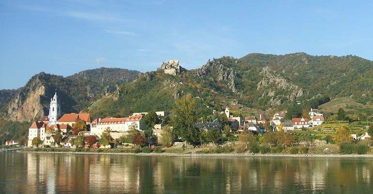 Village entre eau et montagne Le Danube de Passau à Vienne