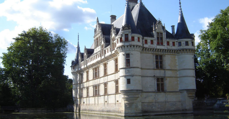 Chateau d'Azay le Rideau Balade en bords de Loire de Tours à Saumur Abicyclette Voyages à vélo