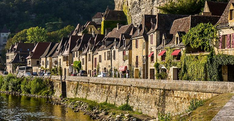 Maison de Beynac le long de la Dordogne Abicyclette Voyages à vélo