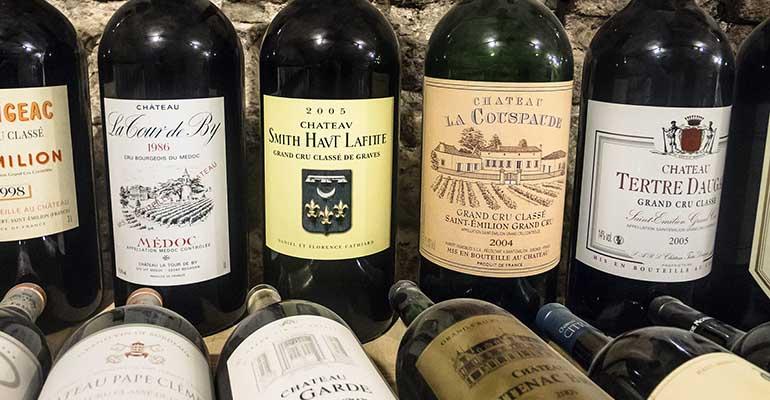 Bouteilles de vins de la région de Bordeaux