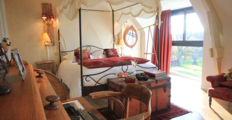 Chambre avec lit baldaquin Golfe du Morbihan Abicyclette Voyages à vélo