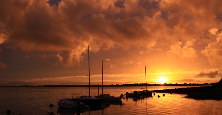 Coucher de soleil sur le Golfe du Morbihan Abicyclette Voyages à vélo