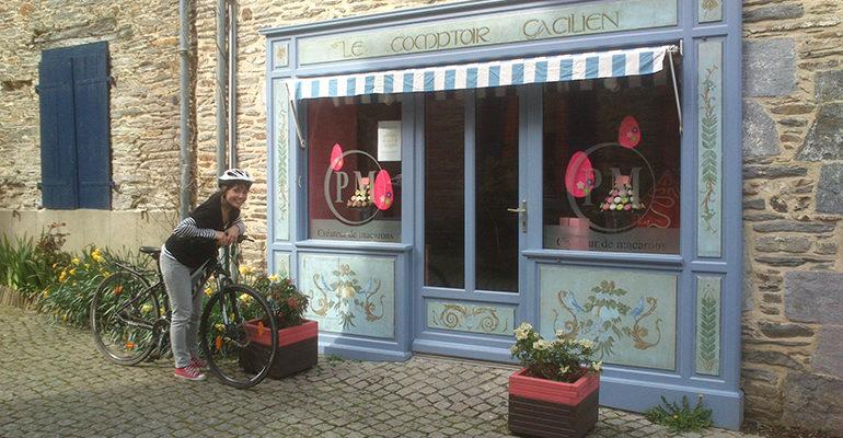 Devanture du comptoir gacilien La Vélodyssée : De Roscoff à Nantes