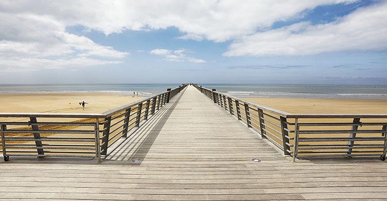 Ponton sur la plage de Saint Jean de Monts La Vélodyssée : de Nantes à La Rochelle Abicyclette Voyages à vélo