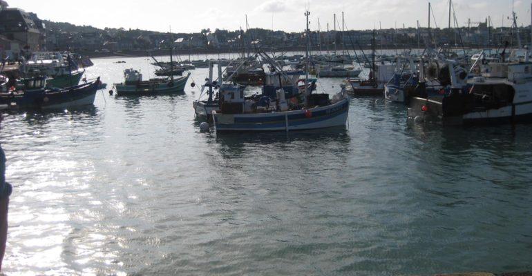 Port de pêche Grande Traversée à vélo de la Bretagne nord Abicyclette Voyages