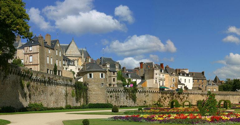 Vue des remparts de Vannes Le Tour du Golfe du Morbihan
