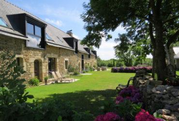 maison d'hotes à baden longère en pierre vue depuis jardin