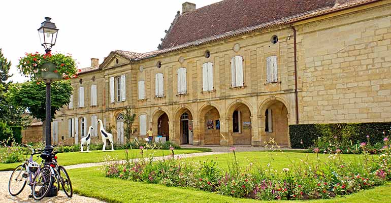 Façade dennis-jarvis-chateau-bordeaux Abicyclette Voyages à vélo