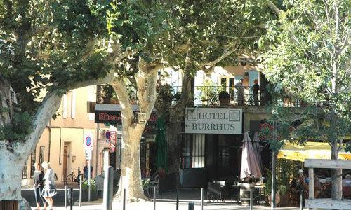 Hotel le Burrhus vu depuis la place