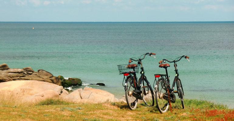 2 vélos devant la mer Abicyclette Voyages à vélo