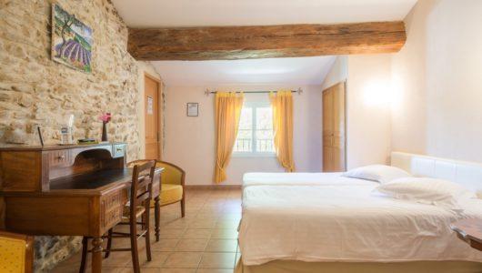 Chambre lumineuse Hôtel logis la bastide à saint bach