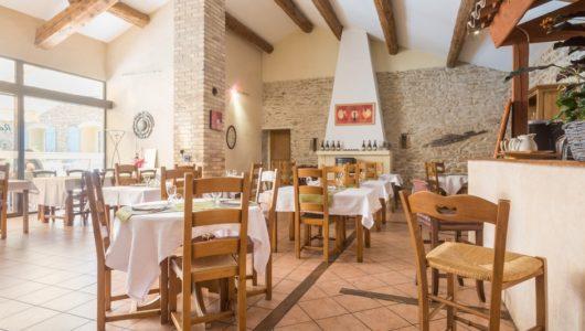 Salle de restaurant Hôtel logis la bastide à saint bach