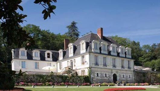Vue extérieure depuis le parc Hôtel le Chateau De Beaulieu à Joué-lès-Tours Abicyclette Voyages à vélo