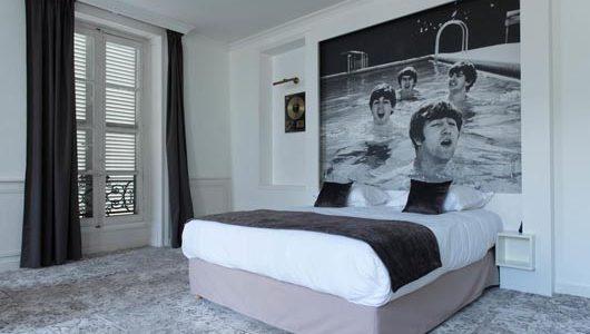 Granche chambre tons blanc noir gris Hôtel François 1er à La Rochelle Abicyclette Voyages à vélo