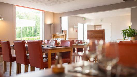 Salle de petit-déjeuner Hôtel Latitude Ouest à Locronan
