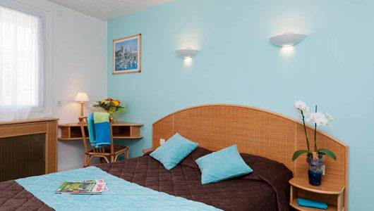 Chambre tons bleus Hôtel Les Dunes à La Tranche sur Mer