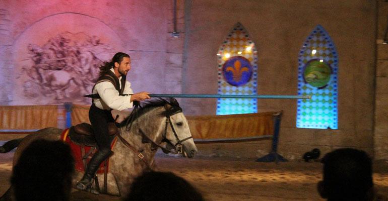 Cavalier pendant spectacle Loire à vélo Abicyclette Voyages