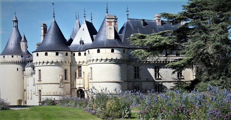 Vue du château de Chaumont depuis le parc Abicyclette Voyages à vélo