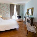 Chambre avec parquet et cheminée La Maison Jules Chambre d'hôte à Tours