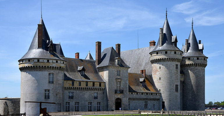 Vue extérieure du château de Sully sur Loire séjour à vélo