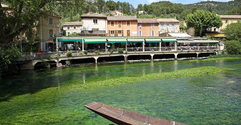 Restaurant au bord de la rivière Pause gourmande séjour à vélo en Provence