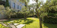 Jardin Hôtel du château de Mazan halte vacances à vélo