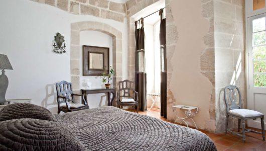 Chambre donnant sur jardin Hôtel du château de Mazan halte vacances à vélo